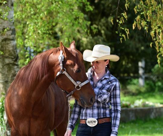 madame NAVILLOD MAIGNAN avec un cheval